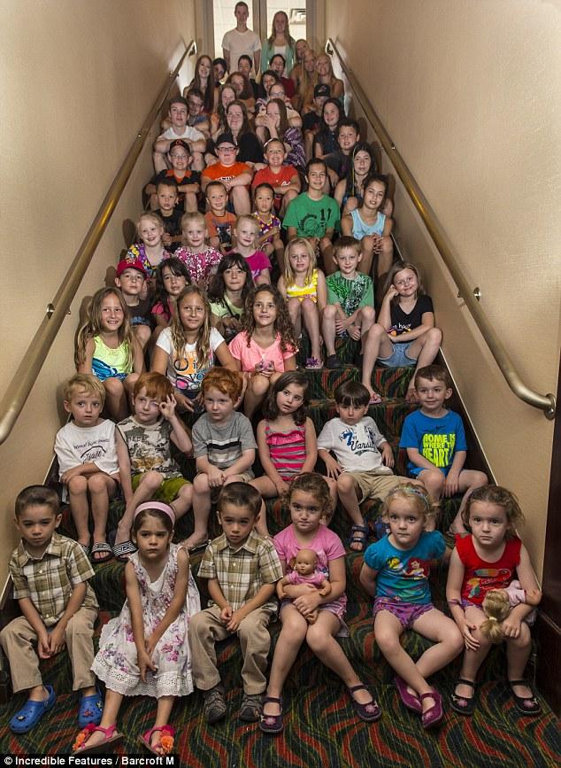 в школе на лестнице под юбкой фото
