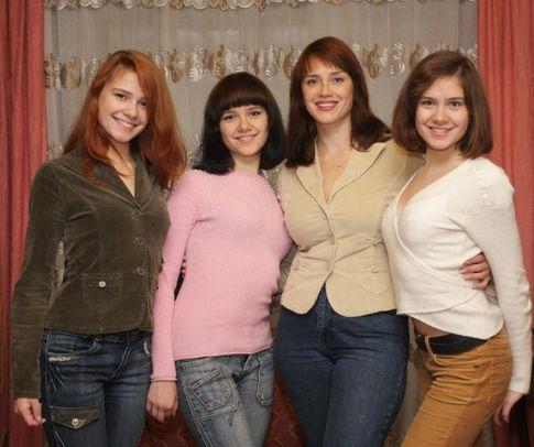 Фото А. Леонтьевой,  Когда Ольга Долгорукова первый раз пришла на УЗИ, ей сказали: будет двойня. Во второй раз — тройня.