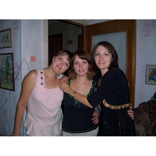 Четверняшкам 30 лет. Сейчас три сестры - Аня (слева), Катя и Оля - живут в Череповце и видятся практически каждый вечер.
