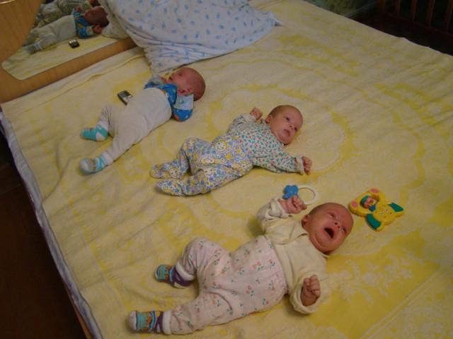 Трое сыновей появилось у моего брата Валерия и его жены Наташи - Тройняшк Ларины